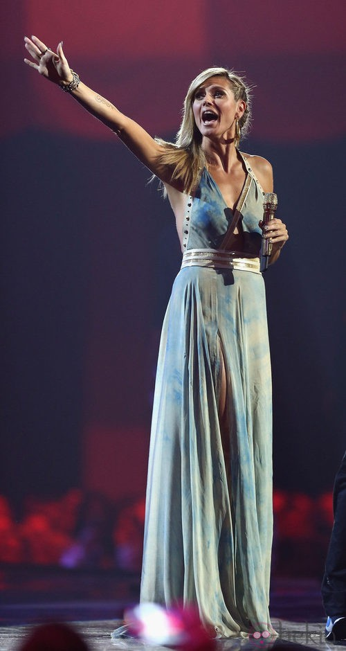 Heidi Klum con un vestido de Versace de corte griego  durante los MTV Europe Music Awards 2012