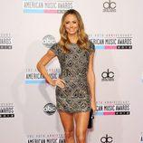 Stacy Keibler con un minivestido de pedrería en los American Music Awards