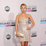 Hayden Panettiere con un minivestido dorado en los American Music Awards 2012