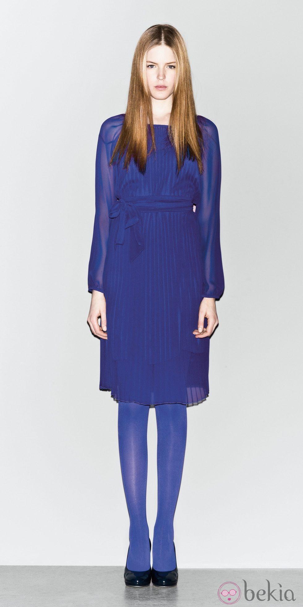 Vestido plisado azul klein de la nueva colección de Sisley otoño/invierno 2012/2013