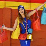 Helen Lindes con los nuevos bolsos de la colección de invierno 2012/2013 de Coach