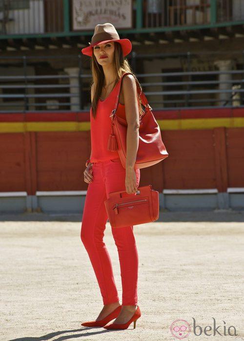 Helen Lindes posa en Chinchón con los nuevos bolsos de la colección invierno 2012/2013 de Coach