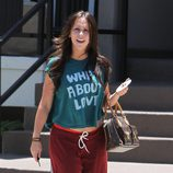 Jennifer Love Hewitt en chandal y con bolso de Louis Vuitton