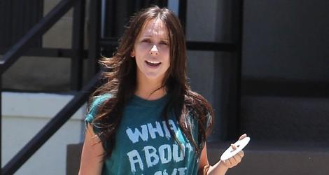Jennifer Love Hewitt en chandal y con bolso de Louis Vuitton