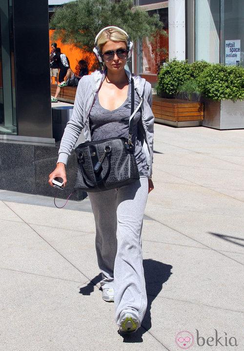 Paris Hilton en chandal por las calles de Los Angeles