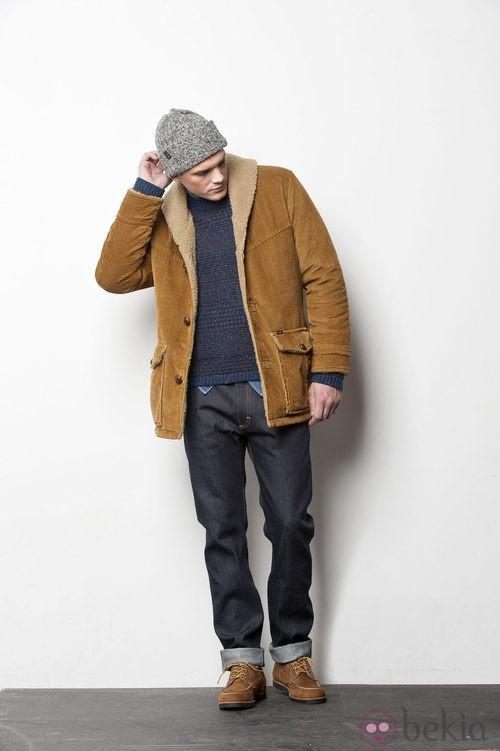 Jeans con abrigo mostaza de la colección otoño/invierno 2012/2013 para Lee hombre