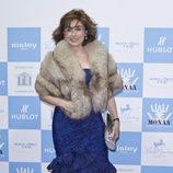 Paloma Segrelles con vestido azul y estola en la gala Mónaco contra el Autismo