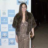 Ines Sastre con vestido de paillettes y estola en la gala Mónaco contra el Autismo