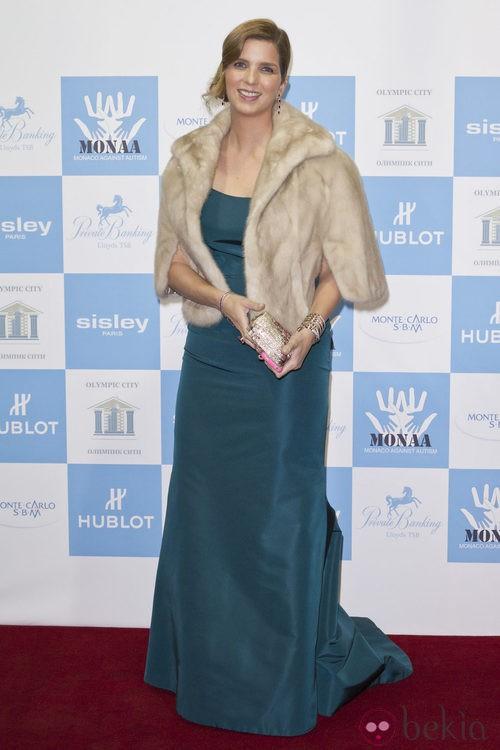Margarita Vargas con estola beige en la gala Mónaco contra el Autismo
