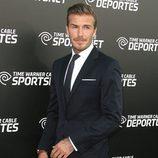 David Beckham elegante de traje en la presentación del canal Time Warner Sports