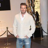 David Beckham en vaqueros y cardigan