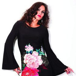 Mireia Canalda con vestido negro de flores de barbarella otoño/invierno 2012/2013