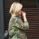 Kate Moss y su chaqueta con estampado de camuflaje