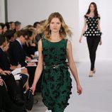 Vestido con falda globo en la colección pre-fall-2013 de Oscar de la Renta
