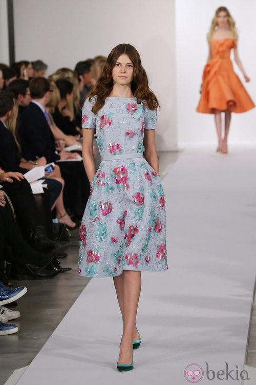 Vestido con estampado floreado de la colección pre-fall 2013 de Oscar de la Renta
