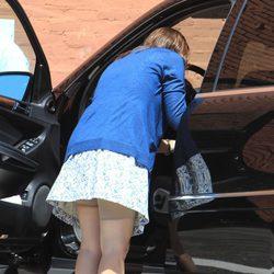 Jennifer Garner enseña su faja al agacharse
