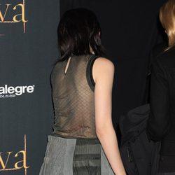 Kristen Stewart con una falda que transparenta su faja