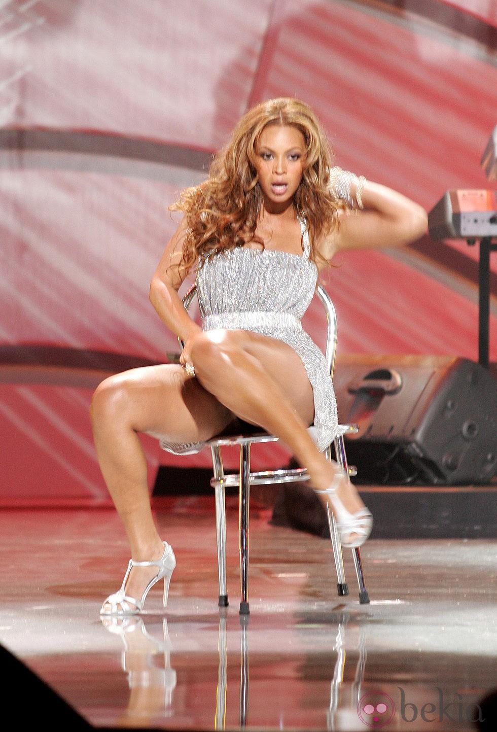 Beyoncé enseña su ropa interior mientras baila en una actuación