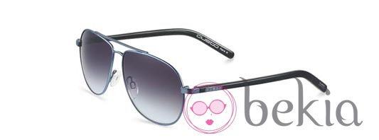 Modelo de la colección otoño/invierno 2011/2012 de Custo Barcelona Eyewear
