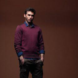 Jersey berenjena con camisa de cuadros y pantalón verde de la colección otoño/invierno 2012/2013 de Chevignon