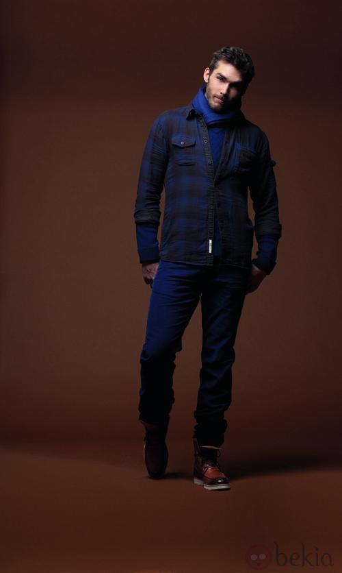 Camisa azul y gris con pantalones azules de la colección otoño/invierno 2012/2013 de Chevignon