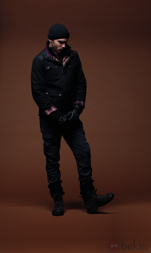 Cazadora, pantalones y complementos negros de la colección otoño/invierno 2012/2013 de Chevignon