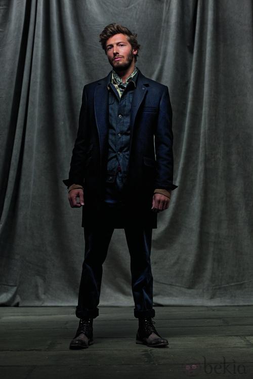 Americana, camisa y pantalón azul de la colección otoño/invierno 2012/2013 de Chevignon
