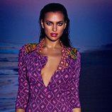 Irina Shayk con un modelo morado de la colección 2013 de Agua Bendita