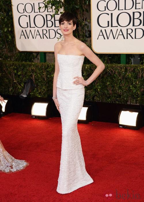 Anne Hathaway con un vestido de Chanel en los Globos de Oro 2013