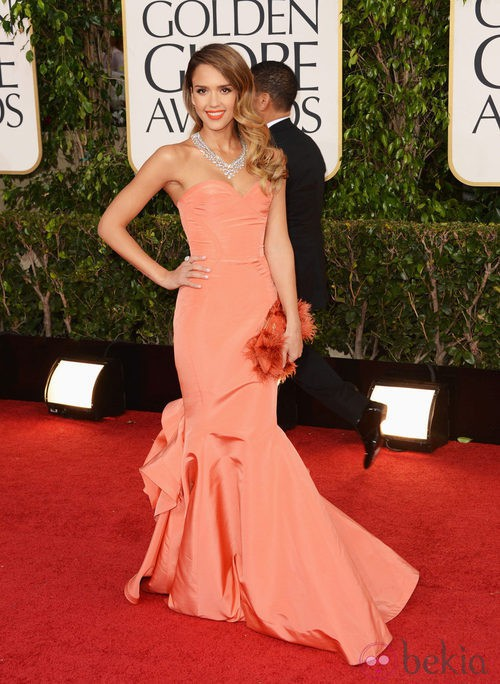 Jessica Alba con un vestido de Oscar de la Renta en los Globos de Oro 2013