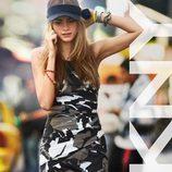 Cara Delevingne con un look militar de la colección primavera 2013 de DKNY