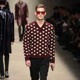 Jersey de punto gordo con corazones de Burberry en la Semana de la Moda Masculina de Milán otoño/invierno 2013/2014