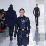 Impermeable de la colección otoño/invierno 2013/2014 de Dior en la Semana de la Moda Masculina de París