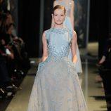 Vestido azul de la colección primavera/verano 2013 de Elie Saab de la Semana de la Alta Costura de París