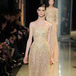Vestido crema de palabra de honor de la colección primavera/verano 2013 de Elie Saab de la Semana de la Alta Costura de París