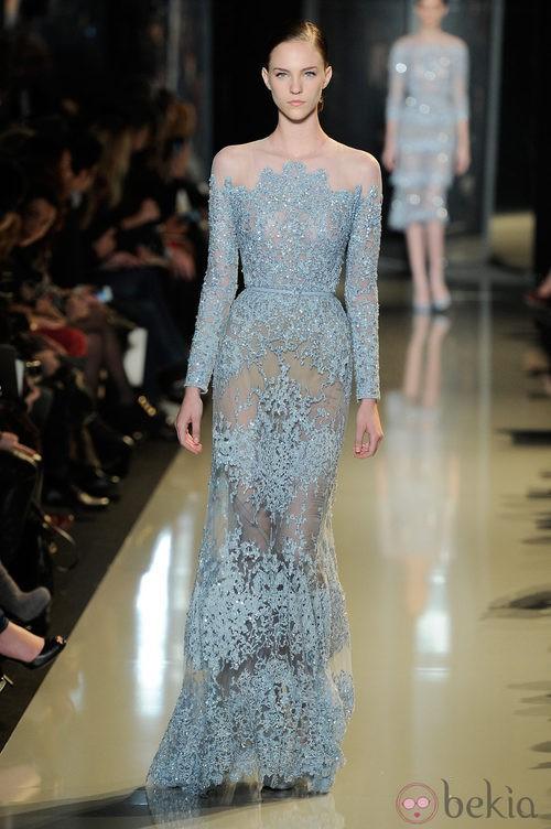 Vestido azul entallado de la colección primavera/verano 2013 de Elie Saab de la Semana de la Alta Costura de París