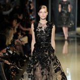 Vestido negro de la colección primavera/verano 2013 de Elie Saab de la Semana de la Alta Costura de París