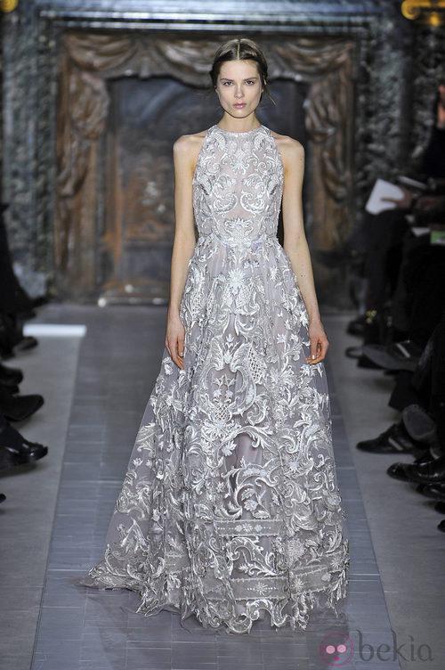 Vestido de encaje de la colección primavera/verano 2013 de Valentino en la Semana de la Alta Costura de París