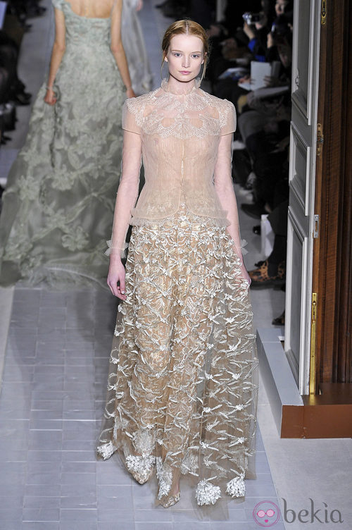 Vestido con transparencias de la colección primavera/verano 2013 de Valentino en la Semana de la Alta Costura de París