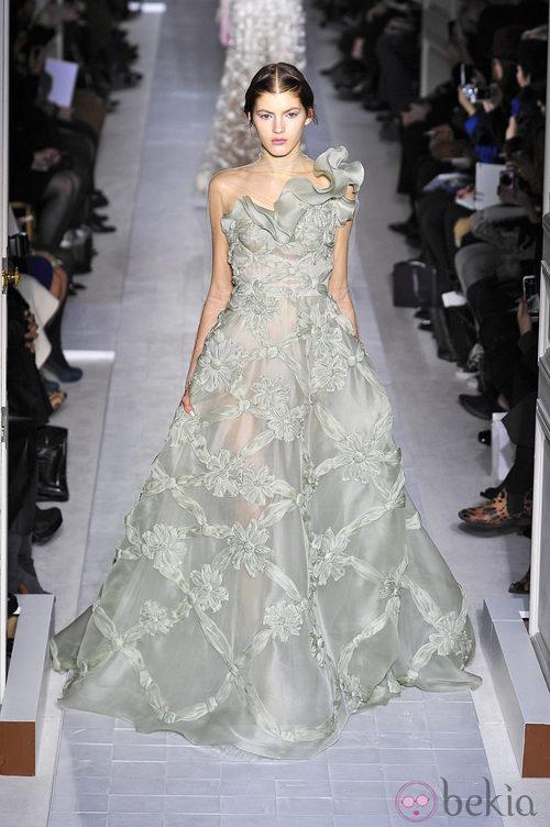 Vestido voluminoso de la colección primavera/verano 2013 de Valentino en la Semana de la Alta Costura de París