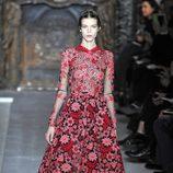 Vestido floreado de la colección primavera/verano 2013 de Valentino en la Semana de la Alta Costura de París