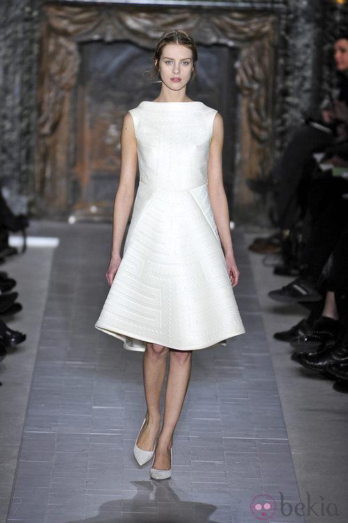 Vestido blanco de la colección primavera/verano 2013 de Valentino en la Semana de la Alta Costura de París