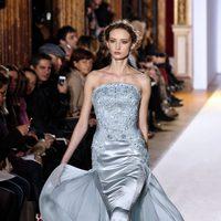 Vestido azul con tul de la colección primavera/verano 2013 de Zuhair Murad en la Semana de la Alta Costura de París