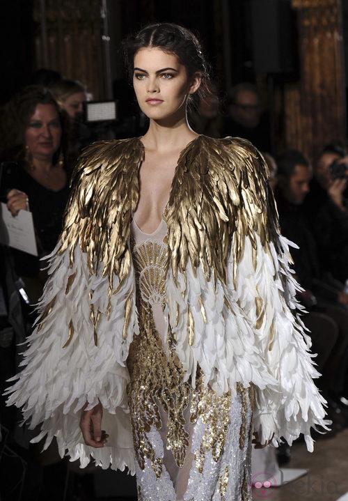 Chaqueta de plumas de la colección primavera/verano 2013 de Zuhair Murad en la Semana de la Alta Costura de París