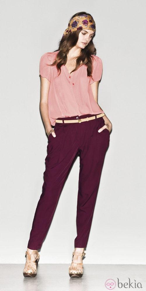 Camisa rosa y pantalón berenjena de la colección primavera/verano 2013 de Sisley