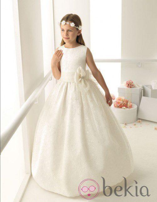 Vestido de Comunión en seda bordada de la colección 'Rosa Clará First'