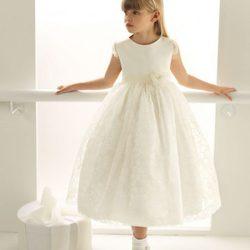'Rosa Clará First', la colección de vestidos de Comunión y arras de Rosa Clará