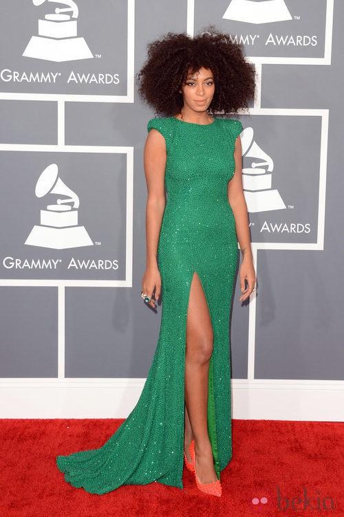 Solange Knowles con un vestido diseñado por Ralph & Russo en los Grammy 2013