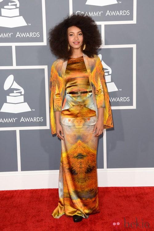 Esperanza Spalding con un vestido de Eden Diodati en los Grammy 2013
