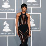 Kelly Rowland con un vestido negro de Georges Chakra en los Grammy 2013